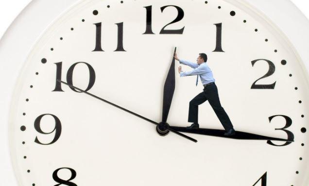 Что делать если при включении компьютера сбивается время и дата