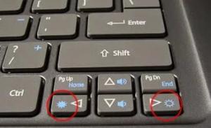 как прибавить яркость на ноутбуке